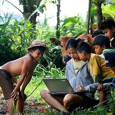Menjadi Mitra Swadesa, Jembatan UKM ke Dunia Maya