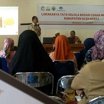 Warga Gampong Aceh Barat Manfaatkan Eceng Gondok untuk Membangun Desa