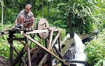 Kisah Sarno dan Warga Kali Pondok Menciptakan Listrik Mengandalkan Aliran Sungai